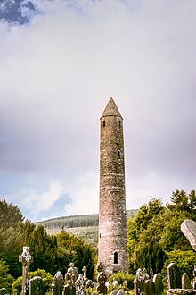 XNUMXpx-The Round Tower bei Glendalough Co. Wicklow Ireland XNUMX